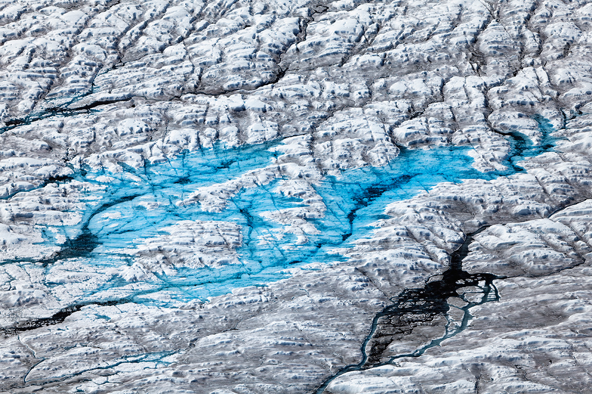 A simple mathematical rule shapes the behaviour of Arctic ponds