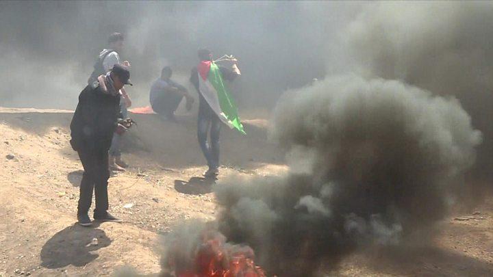 Gaza clashes: Dozens killed as US opens Jerusalem embassy