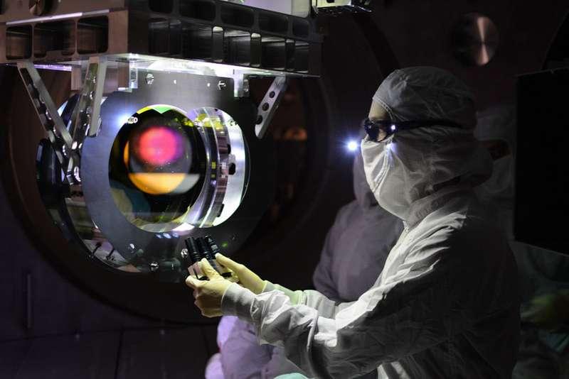 gravitational wave detector
