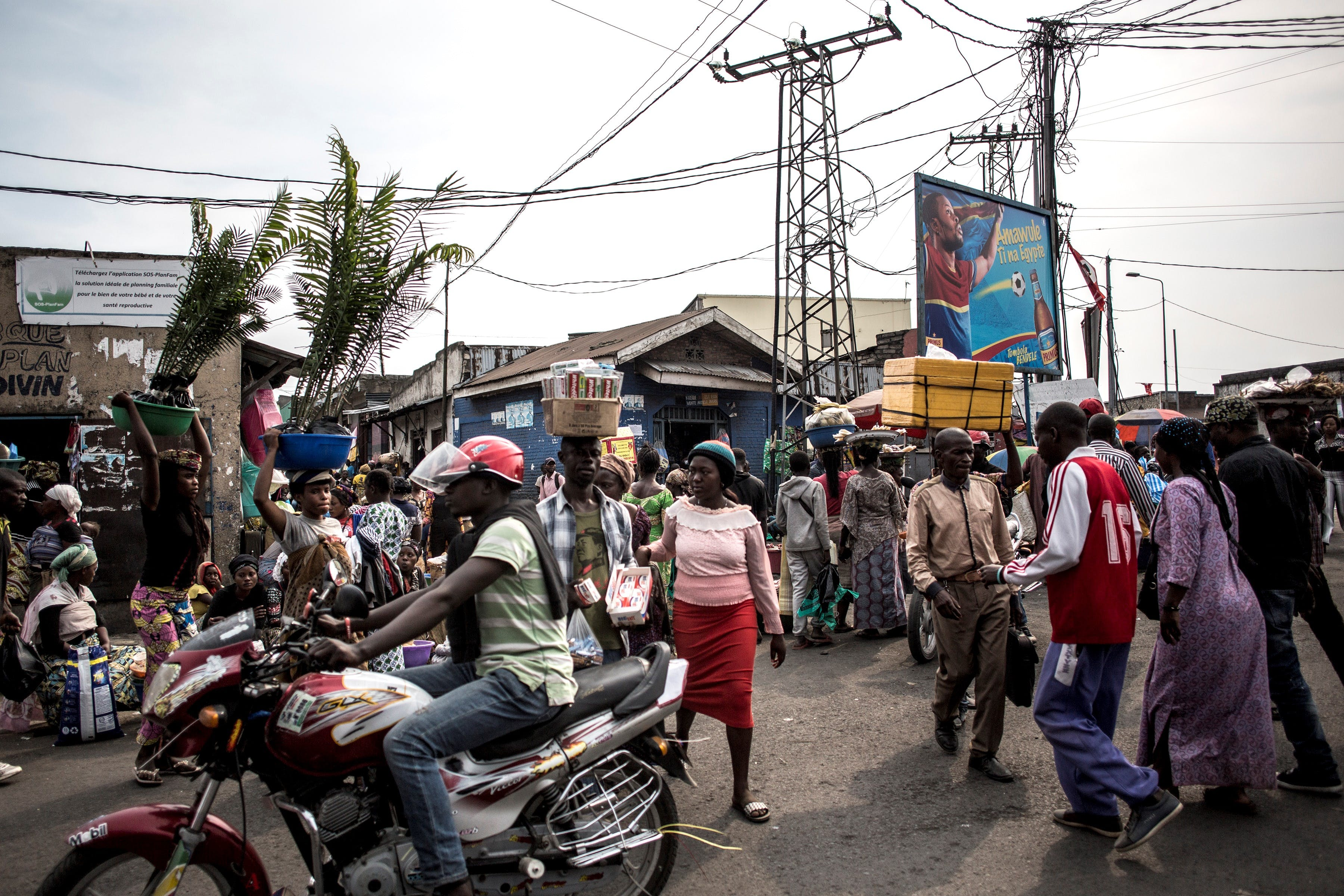 A busy intersection is pictured on July 16, 2019 in Goma. - The border between the DRC and Rwanda in Goma sees around seventy thousand people per day going back and forth. The town of Goma, which has a population of around two million has registered its first official case of Ebola. (Photo by JOHN WESSELS / AFP)