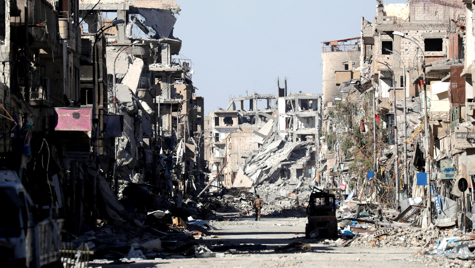 A U.S.-backed Syrian fighter from the SDF stands amidst the ruins of buildings near the Clock Square in Raqqa, Syria October 18, 2017. (Erik De Castro/Reuters)