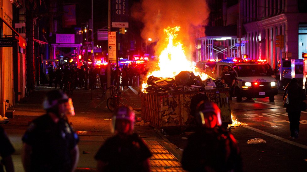 Demonstrators set fire to rubbish in New York
