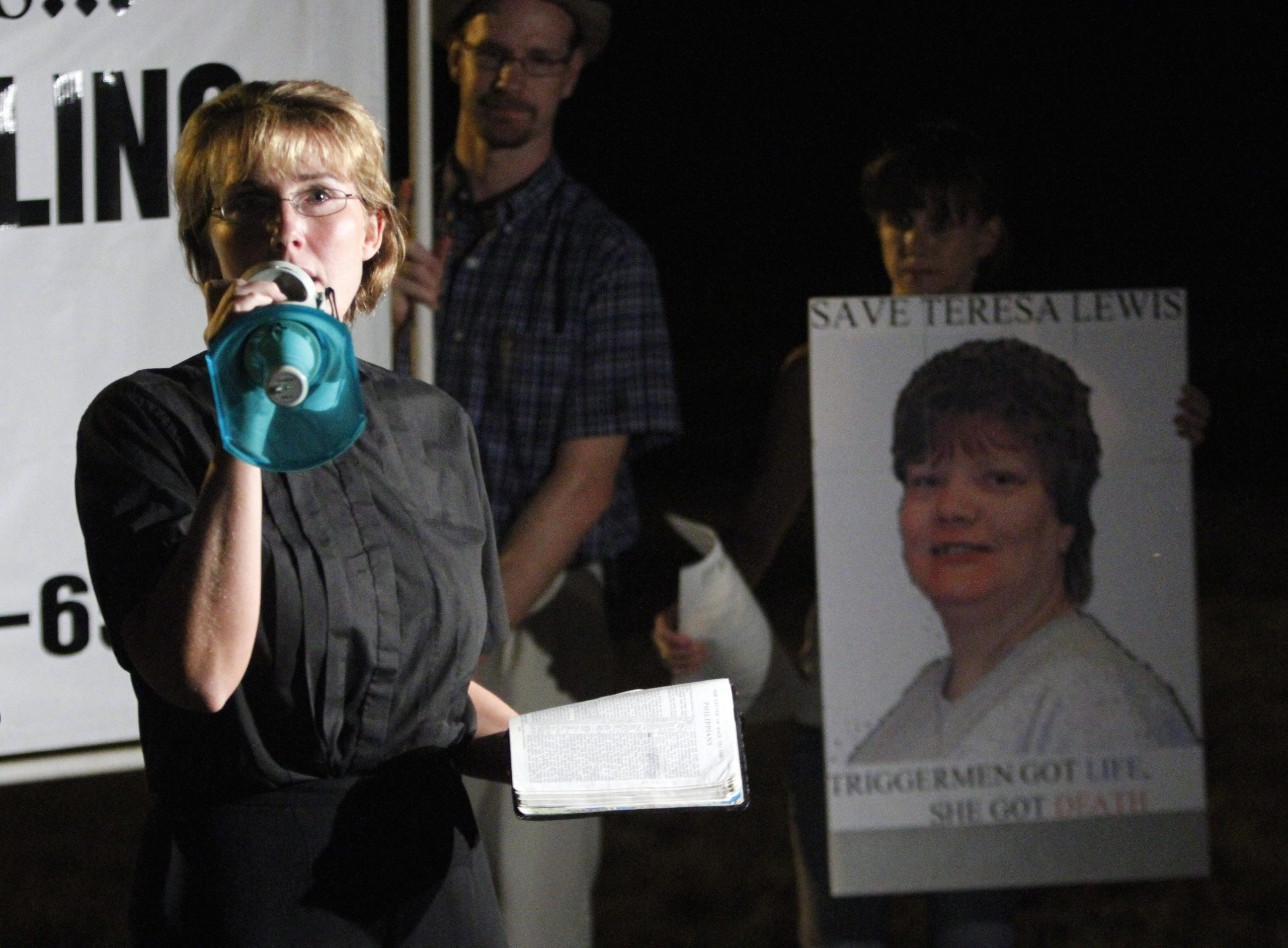 Death penalty protestor and former Fluvanna womens prison chaplain, Rev. Lynn Litchfield, reads a passage from the bible outside the Greensville Correctional Center in Jarratt, Va., on Sept. 23, 2010.