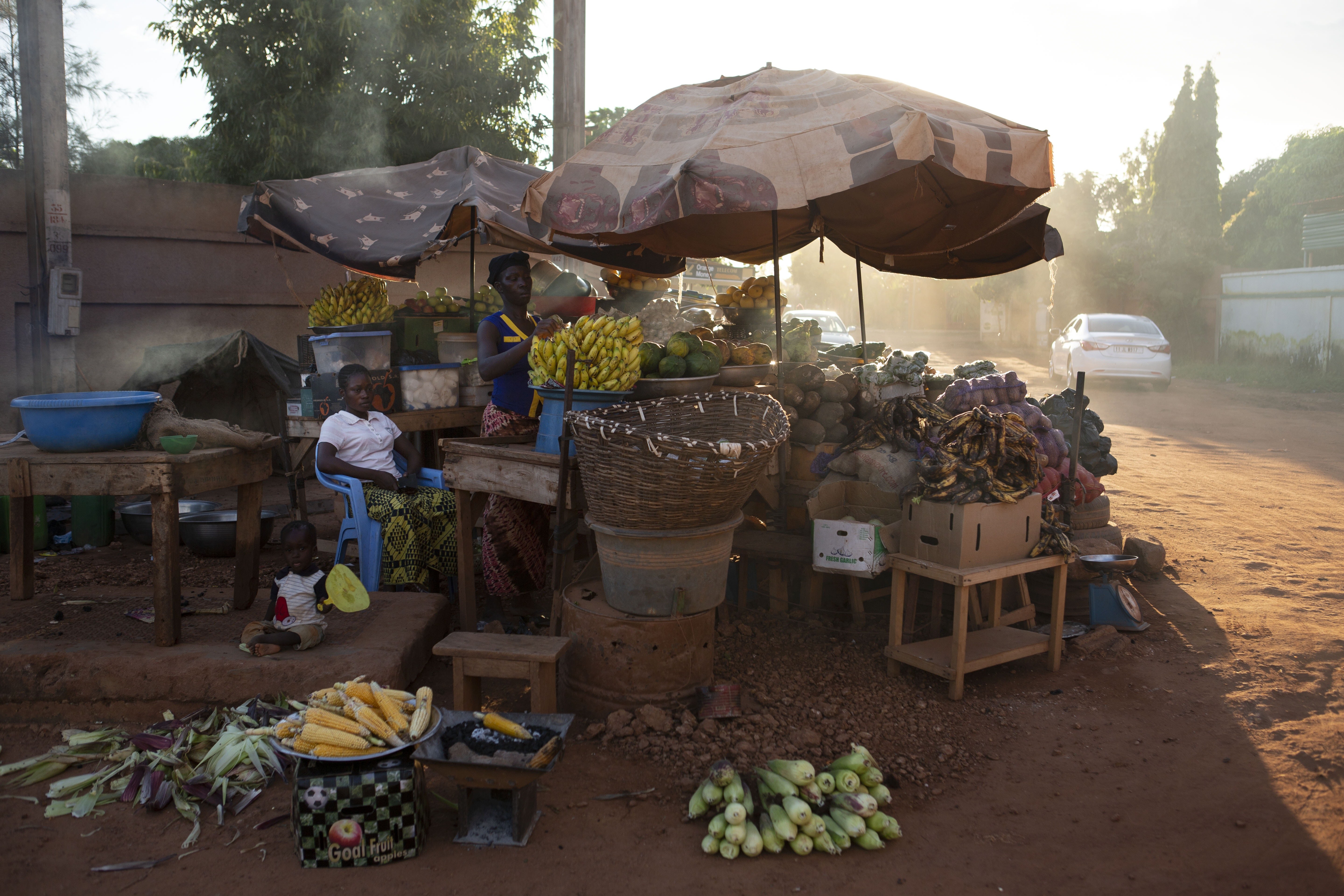 A vendor sells fruits and vegetables at dusk in the Ouaga 2000 neighborhood where former General Gilbert Diend?r? and the coup plotters of 2015 are on trial in Ouagadougouof Ouagadougou, Burkina Faso, August 28, 2018. Joe Penney for The Intercept